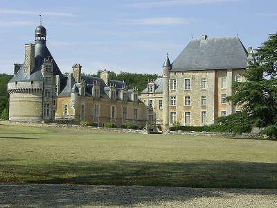 Chateau de touffou route des abbayes et monuments du haut poitou guide du tourisme de la vienne