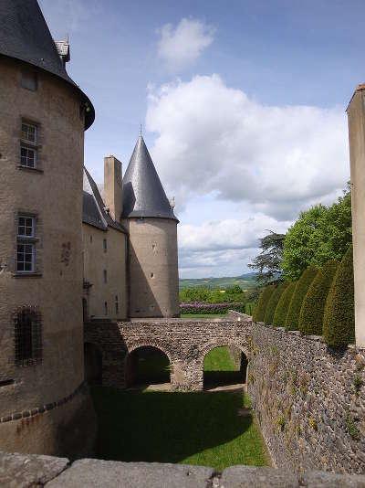 Chateau de villeneuve lembron route historique des chateau d auvergne guide du tourisme du haute loire