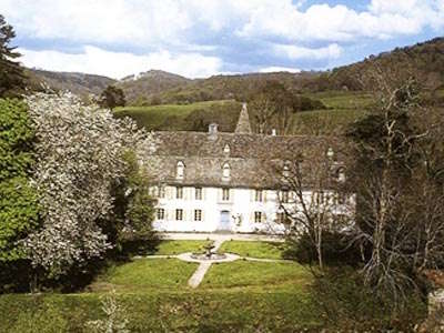 Chateau du cambon route historique des chateau d auvergne guide du tourisme du cantal