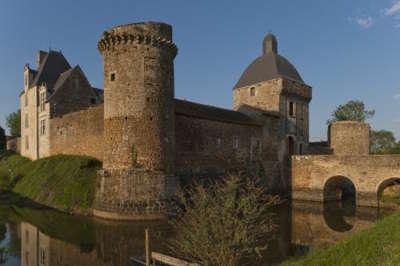 Chateau fort de marconnay route des abbayes et monuments du haut poitou guide du tourisme de la vienne