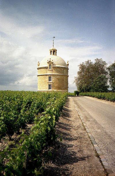 Chateau la tour bordeaux pauillac route des vins de bordeaux route des chateaux guide du tourisme de la gironde aquitaine
