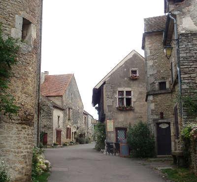 Chateauneuf en auxois le village plus beaux villages de france routes touristiques en cote d or guide du tourisme en bourgogne
