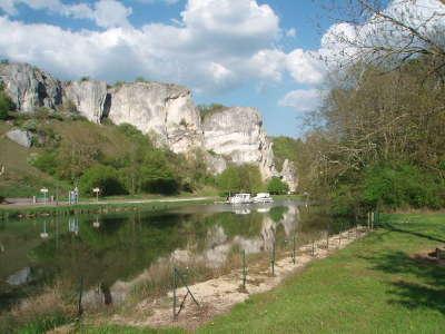 Chatel censoir routes touristiques dans l yonne guide du tourisme en bourgogne