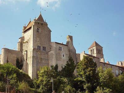 Chauvigny le chateau d harcourt route des abbayes et monuments du haut poitou guide du tourisme de la vienne