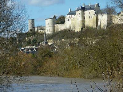 Chinon chateau route des vins de tourraine rive gauche entre saumur et chenonceaux