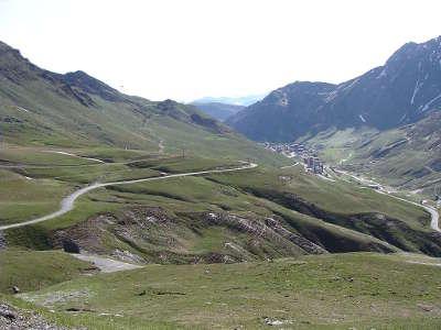 Col du tourmalet cote la mongie la route des cols des pyrenees guide touristique des hautes pyrenees