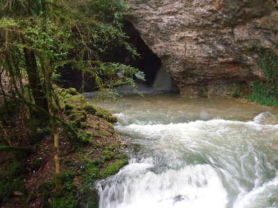 Darcey grotte routes touristiques en cote d or guide du tourisme en bourgogne