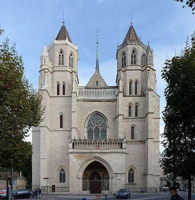 Dijon la cathedrale routes touristiques en cote d or guide du tourisme en bourgogne