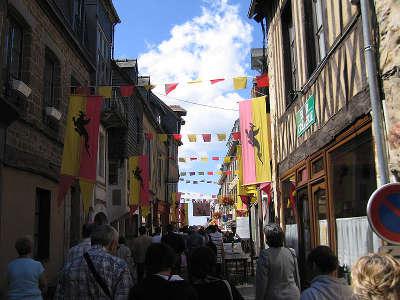 Domfront la route du poire les poiriers en fleurs guide du tourisme de l orne normandie