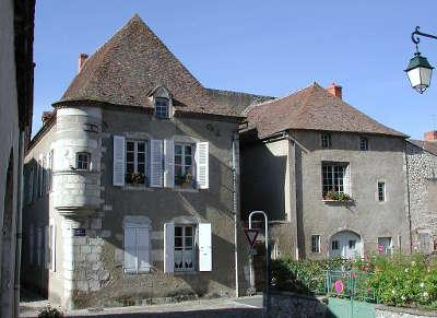 Ebreuil maison a echauguette route touristique des gorges de la sioule routes touristiques du puy de dome guide touristique auvergne