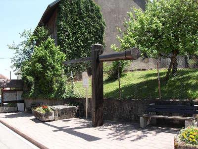 Eglingen puits a balancier route des carpes frites guide touristique du haut rhin alsace