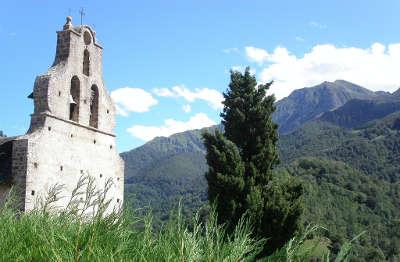 Eglise d ayet en bethmale route des cols des pyrenees guide touristique de l ariege