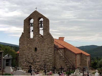 Eglise paroissiale saint jean l evangeliste route des cols des pyrenees guide touristique des pyrenees orientales