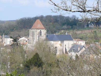 Eglise saint georges de vivonne route des abbayes et monuments du haut poitou guide du tourisme de la vienne