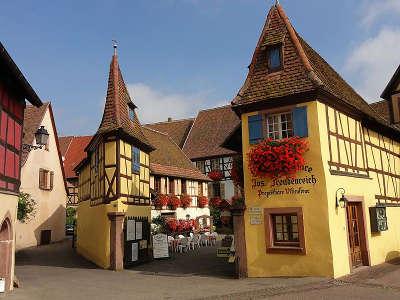 Eguisheim ancienne cour domaniale d unterlinden route touristique du haur rhin guide du tourisme en alsace