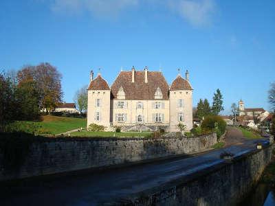 Filain chateau route des monts et merveilles de franche comte