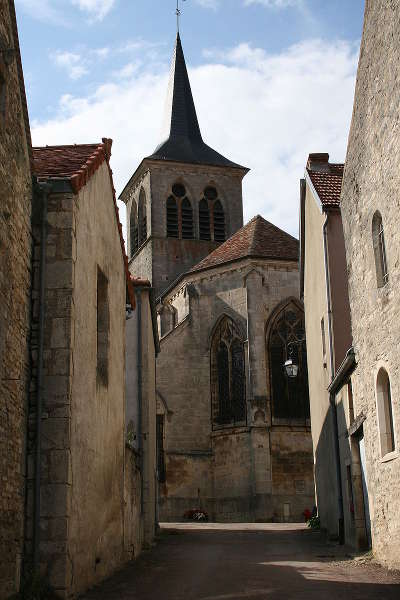 Flavigny sur ozerain l eglise plus beaux villages de france routes touristiques en cote d or guide du tourisme en bourgogne