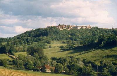 Flavigny sur ozerain plus beaux villages de france routes touristiques en cote d or guide du tourisme en bourgogne
