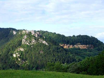 Fort belin et la barre rocheuse salins les bains route des vins du jura guide du tourisme du jura