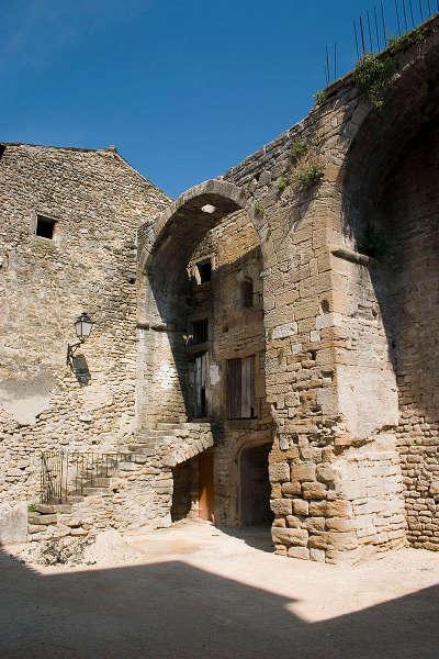 Grange templiere a richerenches route des vins de l enclave des papes guide du tourisme du vaucluse