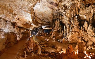 Grottes d arcy sur cure routes touristiques dans l yonne guide du tourisme en bourgogne