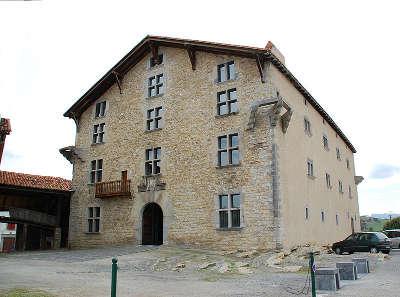 Issary la commanderie ospitalea la route de la traversee des cimes routes touristiques des pyrenees atlantiques guide du tourisme nouvelle aquitaine