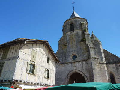 Issigeac l eglise d issigeac routes touristiques de la dordogne guide touristique de nouvelle aquitaine