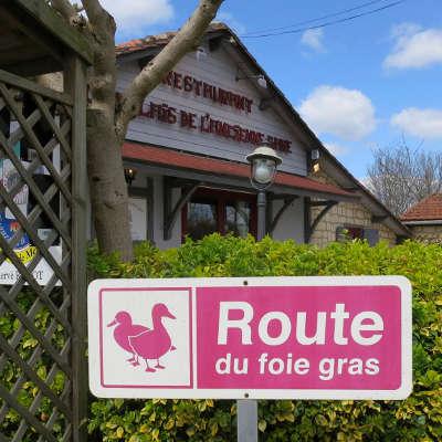 Issigeac route du foie gras du perigord guide du tourisme de la dordogne aquitaine