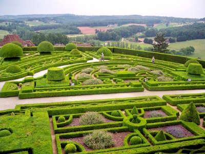 Jardin du chateau de hautefort jardin remarquable en dordogne guide du tourisme en dordogne nouvelle aquitaine