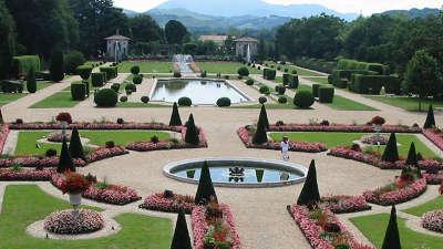 Jardins de la villa arnaga combo les bains jardin remarquable les routes touristiques pyrenees atlantiques guide du tourisme nouvelle aquitaine