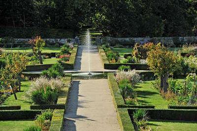 Jardins du chateau d hauterive jardins remarquebles routes touristiques du puy de dome guide du tourisme d auvergne