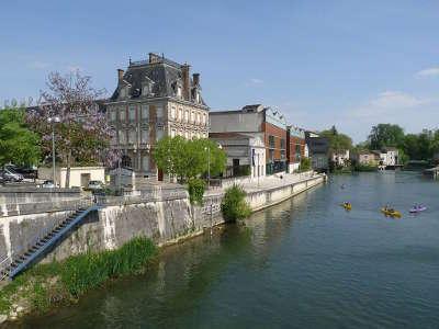 Jarnac la maison courvoisier le fleuve le cognac et le fleuve etape sur la route du vignoble de cognac