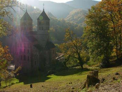 L abbaye de murbach sous un soleil d automne route romane d alsace guide du tourisme