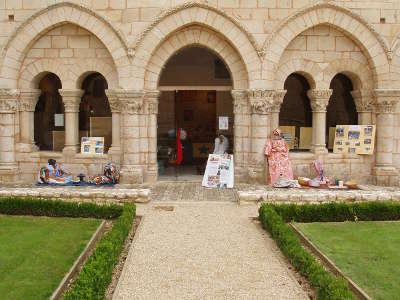 L abbaye de saint benoit route des abbayes et monuments du haut poitou guide du tourisme de la vienne