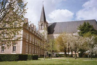 L abbaye saint martin de liguge route des abbayes et monuments du haut poitou guide du tourisme de la vienne