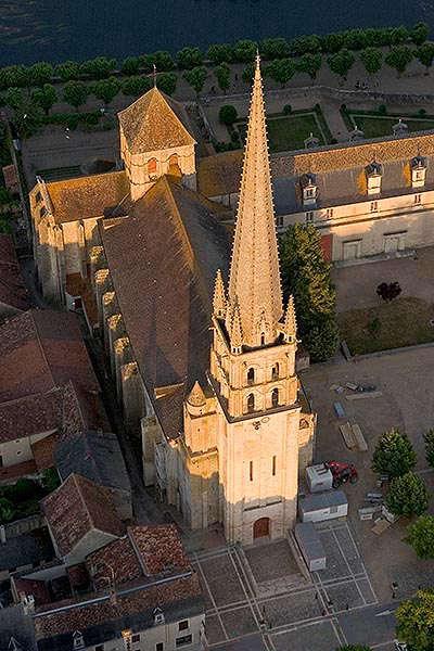 L eglise abbatiale de saint savin route des abbayes et monuments du haut poitou guide du tourisme de la vienne