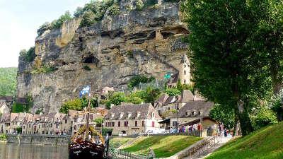 La roque gageac au bord de la dordogne plus beaux villages de france gabare routes touristiques de la dordogne guide touristique de nouvelle aquitaine