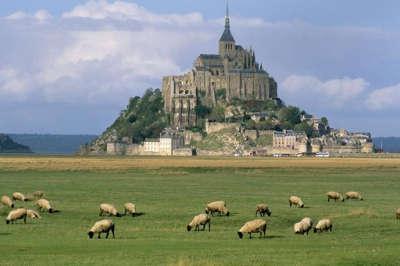 La route autour du mont saint michel routes touristiques dans la manche guide du tourisme normandie