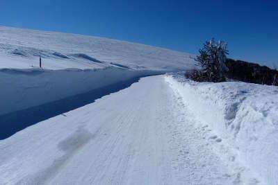 La route des cretes en hiver au kastelberg guide du tourisme alsace