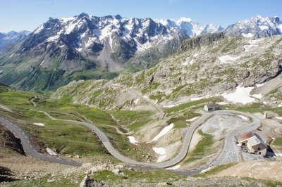 La route des grandes alpes dans les hautes alpes gap vue depuis le col du galibier