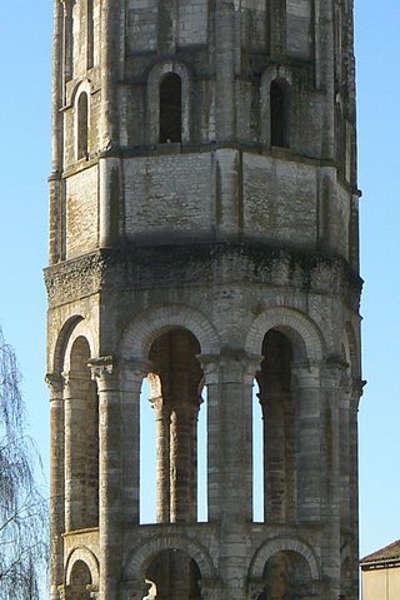 La tour charlemagne la tour charlemagne route des abbayes et monuments du haut poitou guide du tourisme de la vienne