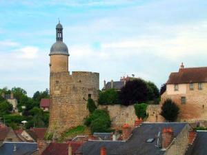 La tour qui qu en grogne route historique des chateaux d auvergne guide du tourisme de l allier