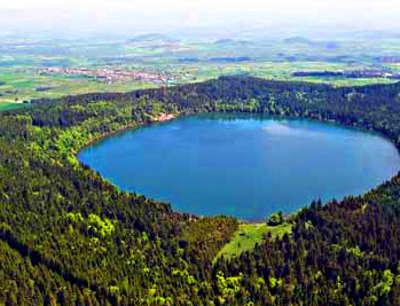 Lac du bouchet route a travers la haute loire routes touristiques de haute loire guide touristique auvergne