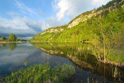 Lac du grand maclu route des lacs jura franche comte