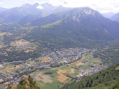 Le bourg de saint lary soulan route des cols des pyrenees