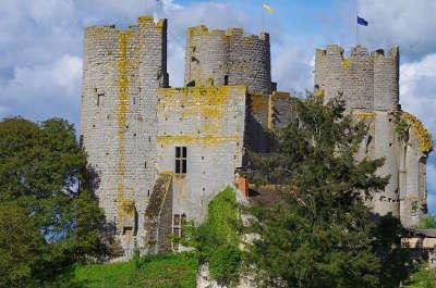 Le chateau de bourbon l archambault route historique des chateaux d auvergne guide du tourisme de l allier
