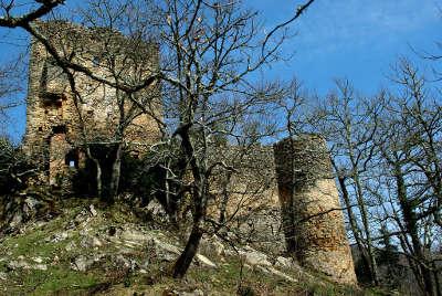 Le chateau de la garde route des cols des pyrenees guide touristique de l ariege