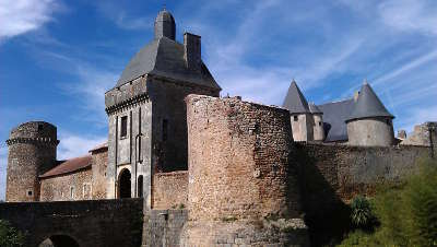 Le chateau de marconnay route des abbayes et monuments du haut poitou guide du tourisme de la vienne