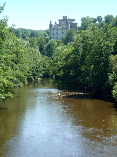 Le chateau de torsiac et l alagnon route dela vallee de l alagnon plus beaux villages de france routes touristiques de haute loire guide touristique auvergne