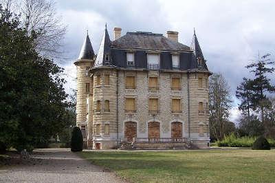 Le chateau du domaine de chavat jardin remarquable routes touristiques en gironde guide du tourisme nouvelle aquitaine